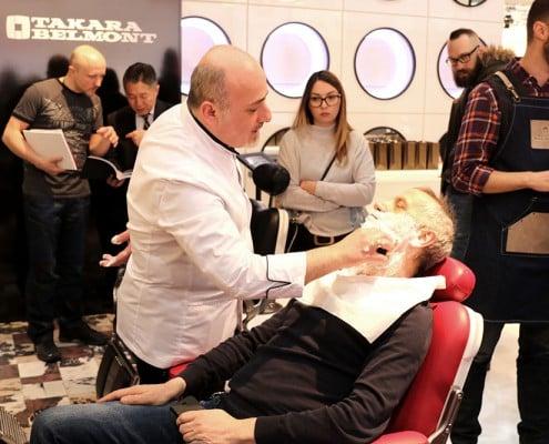 Einseifen des Bartes, Barbershop