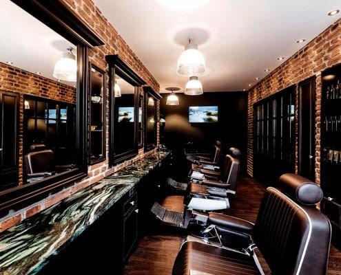 Silke Heide Barbershop, Ziegelwände, große Spiegel