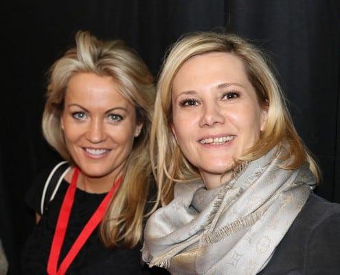 zwei blonde Damen