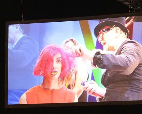 Junge Frau mit rotem Haar